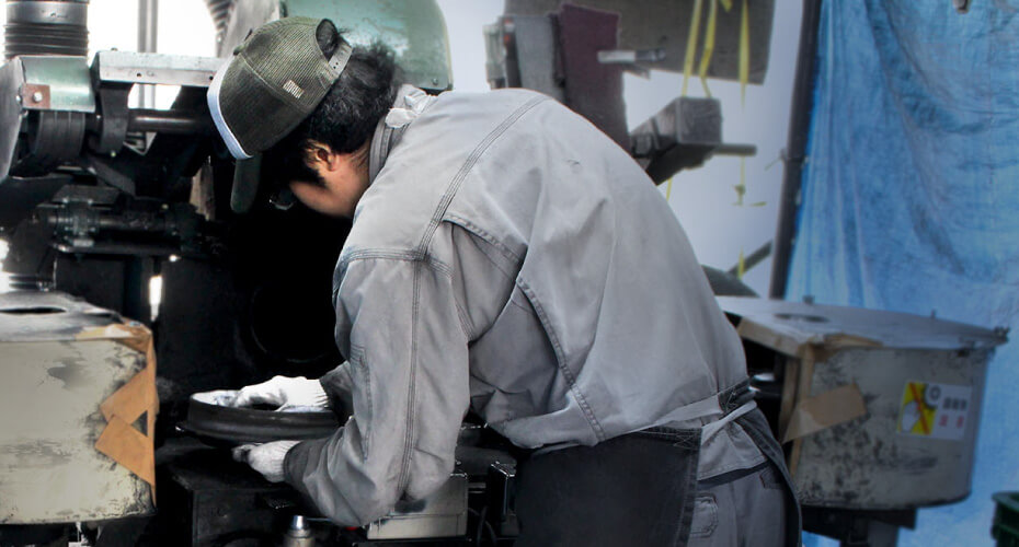 機械研磨機と手作業の研磨なら斎藤技研工業へ